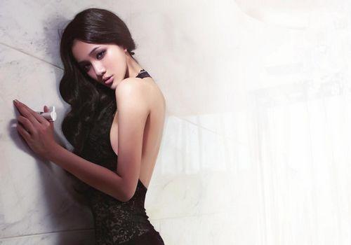 徐铮陶/与徐峥在一起被偷拍的白衣女子是模特王熙然