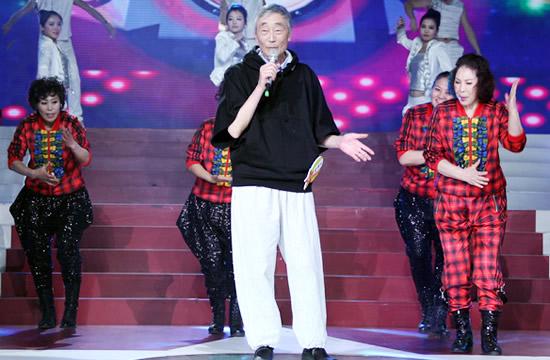 70岁老汉星光大道热舞唱rap