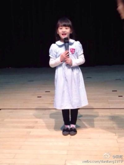田亮女儿森碟当幼儿园主持人