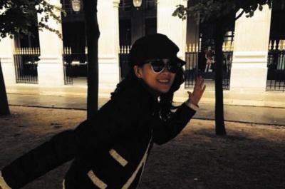 ...子怡巴黎公园练八卦掌 再现 一代宗师 气场