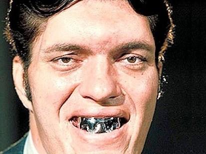007 大钢牙 理查德 183 基尔去世 身高218公分 图 中新网