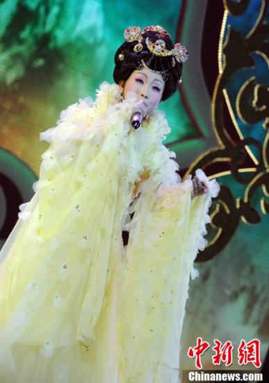 """歌手李玉刚被曝出家知情人称其""""为情所困""""(图)"""