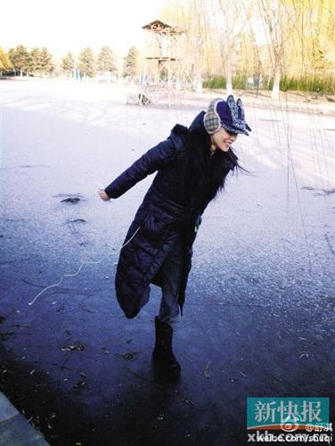 舒淇湖面上单腿站立 网友:女神你可站稳了(图)