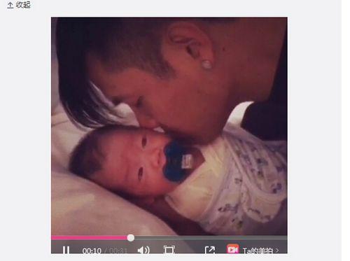 黑人在儿子耳边讲悄悄话宝宝听后频动眼睛(图)