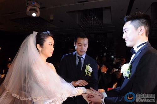 张孝全穿西装出席姐姐婚礼 牵新娘手交给新郎(图)