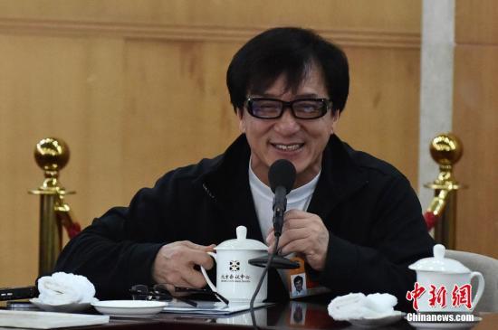 60岁成龙出自传内容提及旧爱邓丽君、吴绮莉(图)