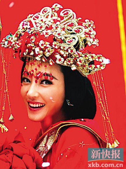 """王丽坤""""婚纱照""""曝光 气质清新(图)"""