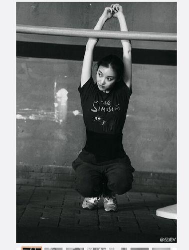 倪妮进行武术训练伸臂下腰 身手矫健(组图)- 中国日报网