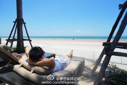 林志颖晒海边度假照网友:哭晕在加班路上(图)