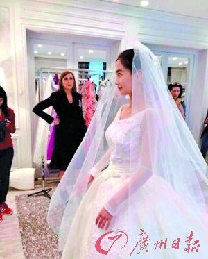 Angelababy试婚纱满脸笑容穿白色婚纱气质优雅(图)