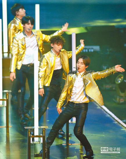 EXO歌迷看演唱会藏相机:绑大腿内侧、塞玩具中
