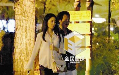 刘亦菲干爹与妙龄女子幽会二人电梯前热吻(图)