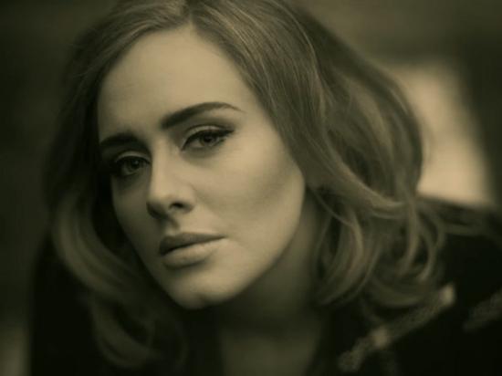 阿黛尔新专辑销售破纪录 1年未工作仍收700万英镑