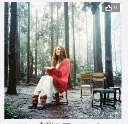 【图文】范玮琪晒清新美照 穿长裙坐森林中沐浴阳光