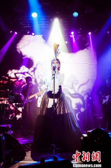"""[明星爆料]蔡淳佳未回应""""歌手4""""邀约传闻:有机会就享受舞台"""