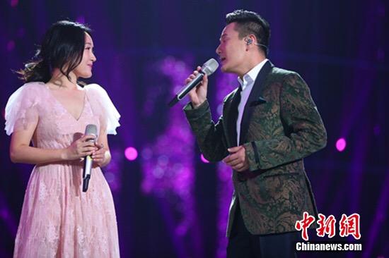 [明星爆料]杨钰莹跨年晚会唱英文歌 与张信哲合作默契(图)