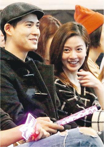 [明星爆料]周渝民与爱妻婚后首次亮相 懒理与泰国女子绯闻