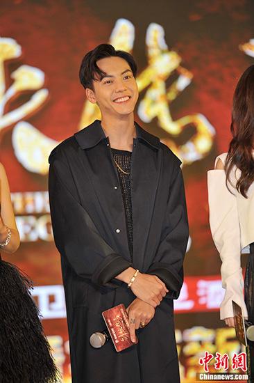 [明星爆料]与赵丽颖拍3小时吻戏 陈伟霆:导演的问题,有点尴尬