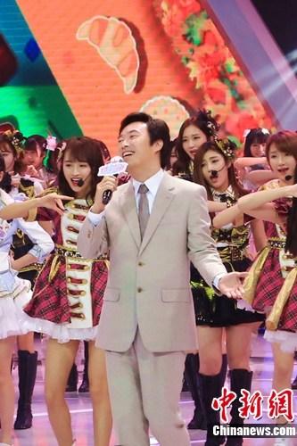 [明星爆料]《国民美少女》开播费玉清讲段子 首轮赛淘汰8人