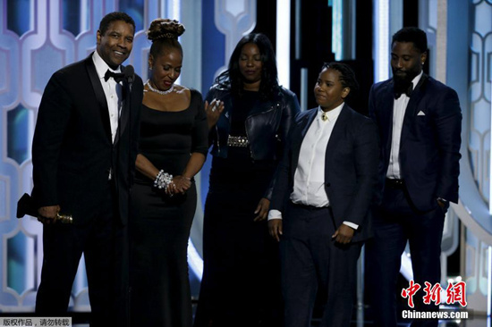 [明星爆料]丹泽尔·华盛顿获金球奖终身成就奖 家人齐上台