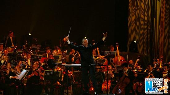 [热点新闻]红牛巅峰之夜 摇滚对话古典乐人民大会堂开演