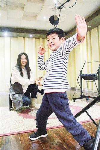 [热点新闻]杨童舒与儿子录音照曝光 爱子专业范儿足(图)