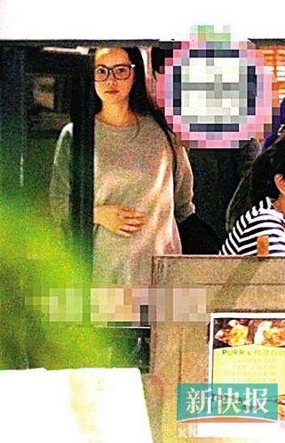 伊能静台北产检被拍小腹高高隆起孕相明显(图)