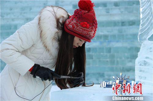 """[热点新闻]真人秀\""""冰雪星动力\""""上演 薛佳凝被调侃\""""家庭主妇\"""""""