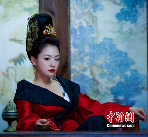 """[热点新闻]《太子妃升职记》""""皇祖母""""曝剧组仅有两支口红"""