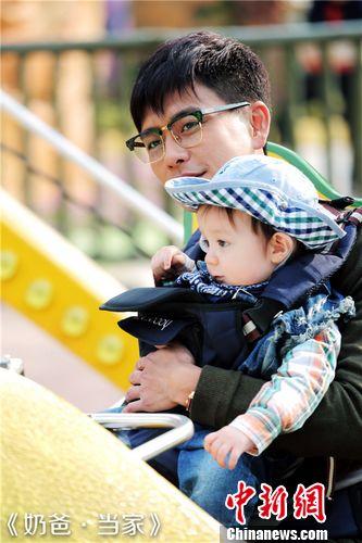 [热点新闻]黄渤携《奶爸·当家》发年终奖 李冰冰、黄晓明转发