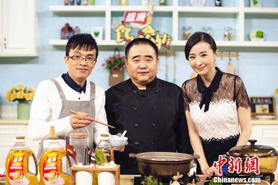 [热点新闻]林静《食来运转》学做泰式火锅 自称热爱烹饪