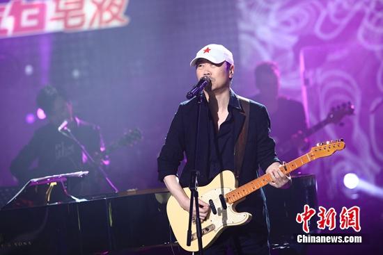 [热点新闻]《中国之星》将收官 崔健林忆莲合唱《外面的世界》
