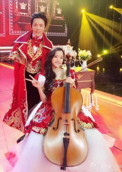 [热点新闻]王子公主范儿!李云迪晒与欧阳娜娜合照贺新春
