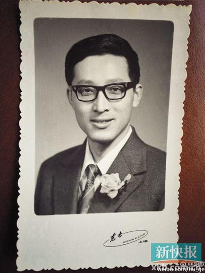 胡歌晒父亲旧照为其庆生网友:一模一样帅(图)