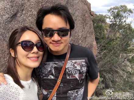 妻子晒与王祖蓝合影:做了一年王太,还想做(图)