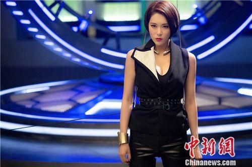 [热点新闻]《澳门风云3》热映 胡然性格温柔自曝爱追韩剧