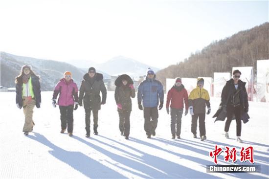 [热点新闻]《冰雪奇迹》开播 阿雅、钟丽缇等挑战体育项目