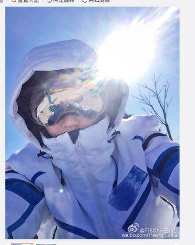 TFBOYS王俊凯晒帅照雪地上拍照造型炫酷(图)