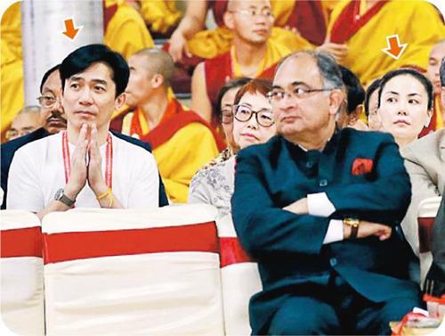[热点新闻]王菲、梁朝伟现身印度佛教活动 穿白衣手合十(图)