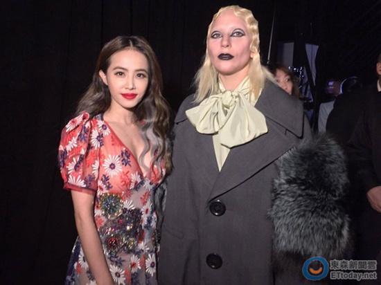 [热点新闻]蔡依林兴奋与Lady Gaga合影:快来一枚镇定剂(图)