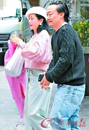 [热点新闻]陈奕迅呵护妻子徐濠萦 被疑澄清二胎传闻(图)