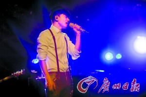 [热点新闻]张杰海外献唱感恩歌迷 连唱27首歌曲(图)