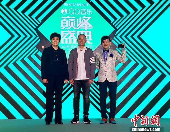 """[热点新闻]黄子佼当""""QQ音乐盛典""""主持 称搭档不能比自己高"""