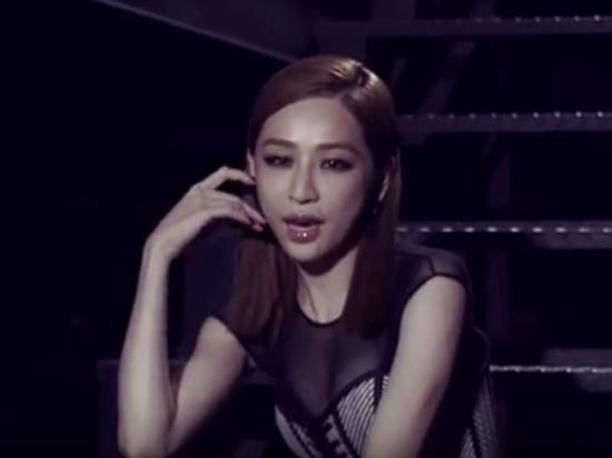 王心凌新歌MV造型撞脸萧亚轩画烟熏妆眼神迷离(图)