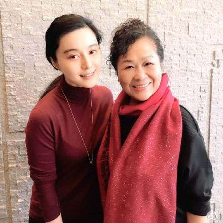 大鹏晒母亲与范冰冰合影称母亲很开心(图)