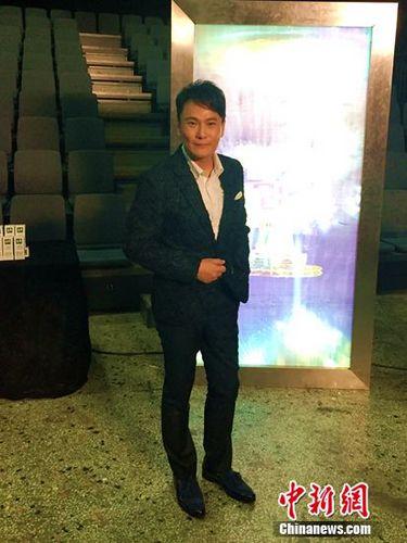 [热点新闻]张信哲边参赛边准备专辑 小巨蛋开唱不耽误
