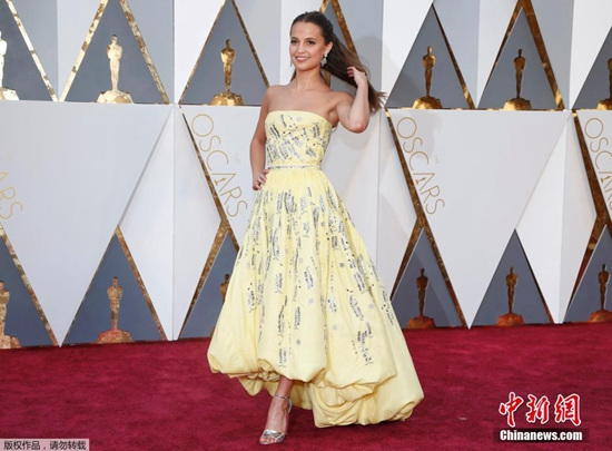 [热点新闻]艾丽西亚·维坎德获第88届奥斯卡最佳女配角奖(图)