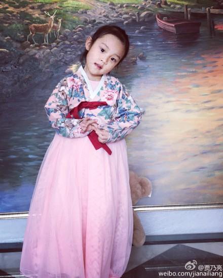 贾乃亮晒爱女穿纱裙美照 笑称常被甜馨骗食物(图)