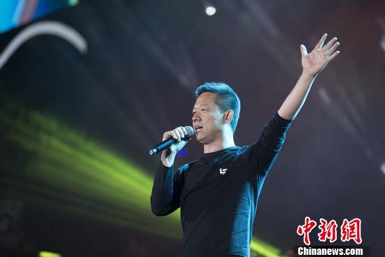 [热点新闻]韩红、刘涛等齐贺乐视年会 贾跃亭献唱《野子》