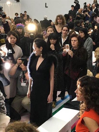 [热点新闻]小S参与米兰时装周 被知名时尚记者偷拍(图)